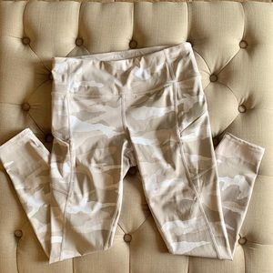 Athleta Contender small white Camo 7/8 leggings
